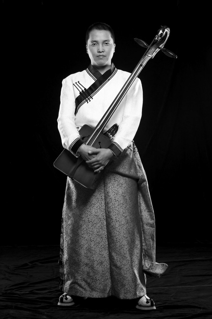 bukhu with horse fiddle black and white full lengh portrait